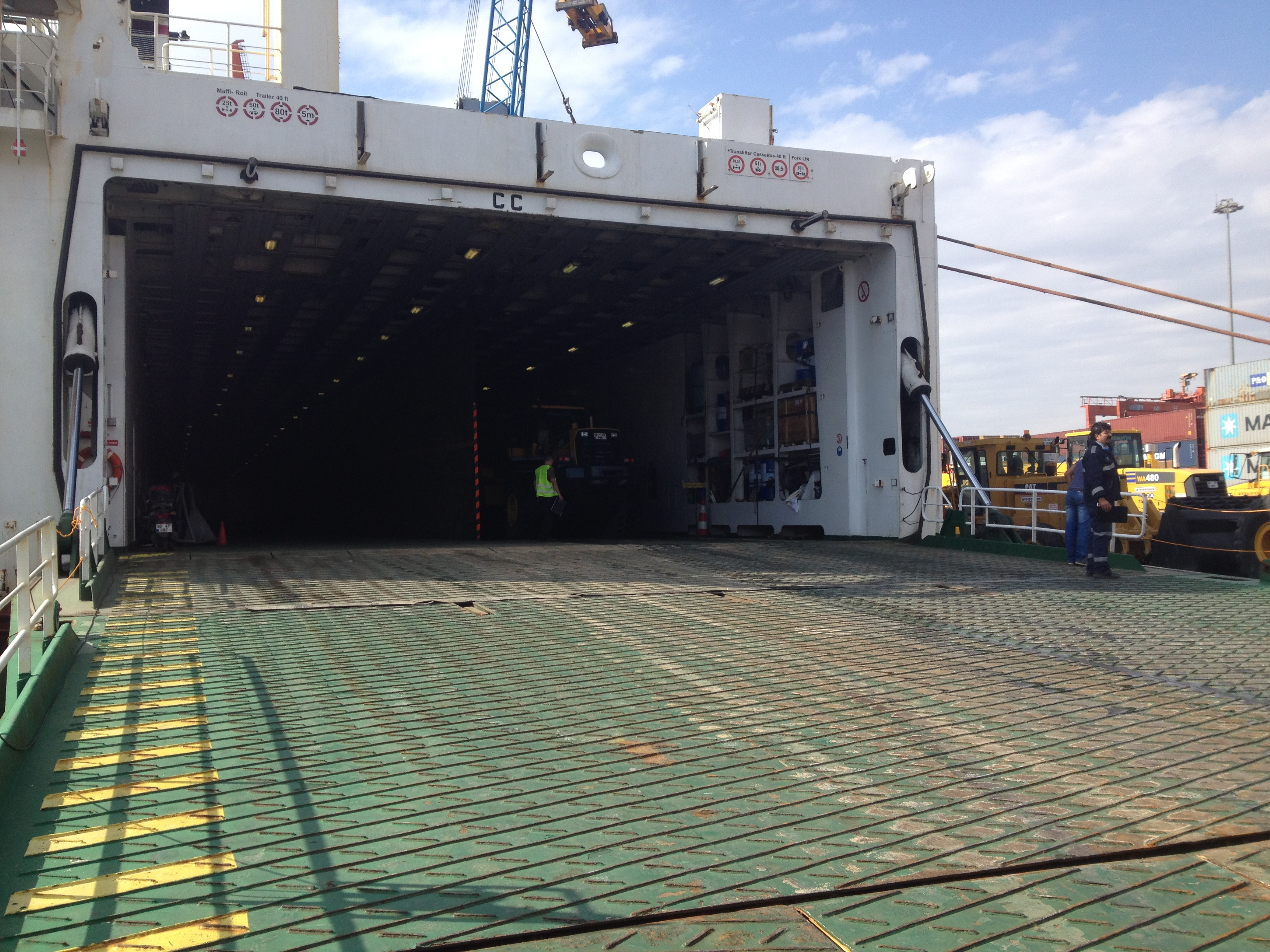 "MV ELISABETH RUSS/RO-RO LOADING OPERATION "" 2013"