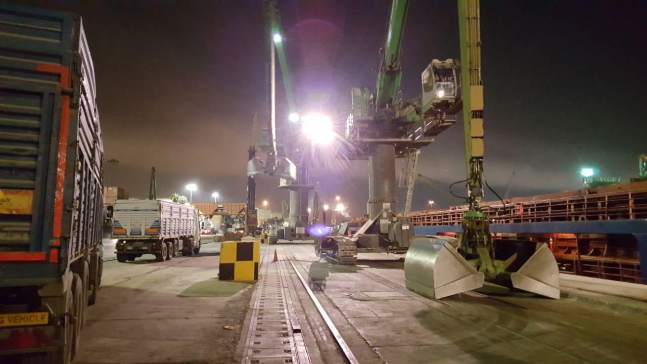 MV ALEKSANDR ANTONOV- DISCHARGING OPERATION
