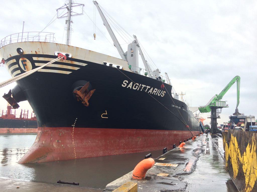 MV SAGITTARIUS – DISCHARGING