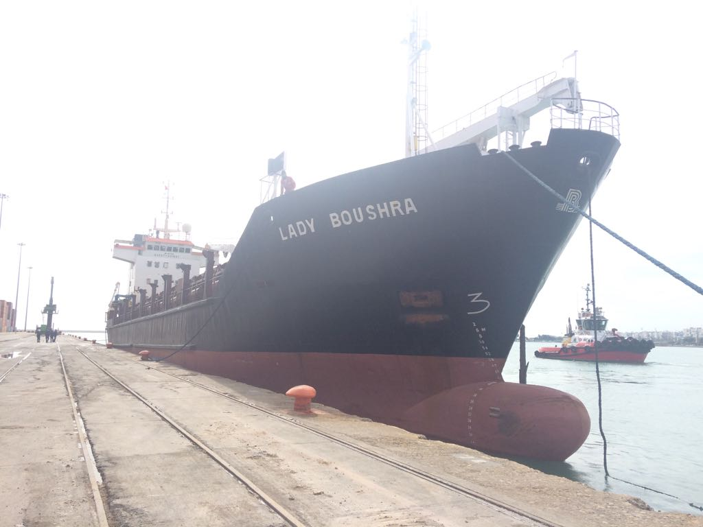 MV LADY BOUSHRA – LOADING