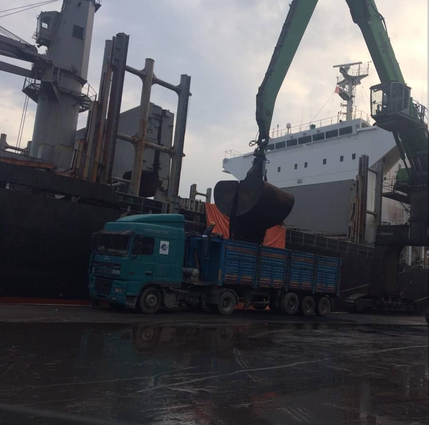 MV AFRICAN HARRIER –  DISCHARGING